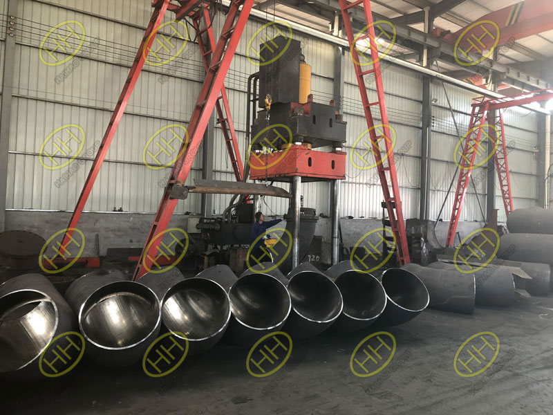Manufacturing process of large size pipe elbows